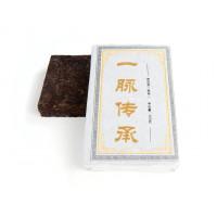 Китайский чай Шу пуэр кирпич 250 г «Золотая драгоценность семьи И Май» (фаб. Маньлэй 2012 г.)